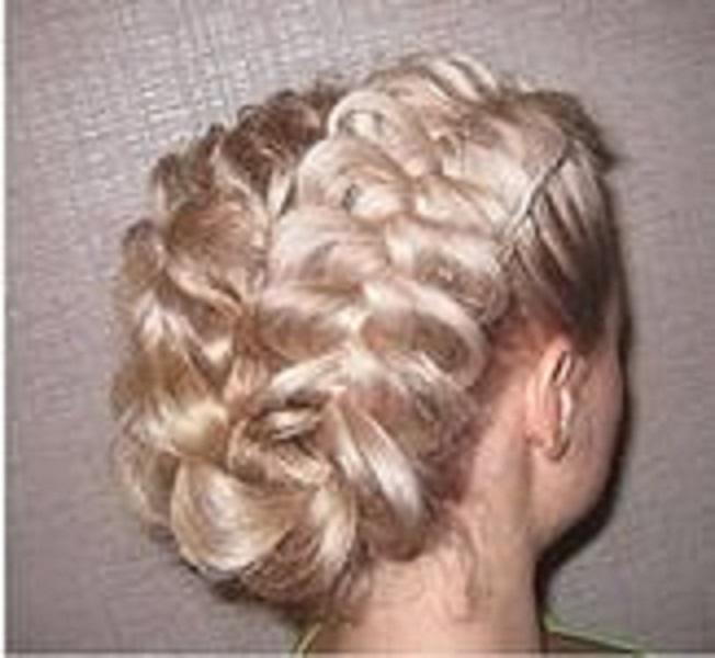 Различные косы являются едва... на выпускной пользуются популярностью, потому что, во-первых